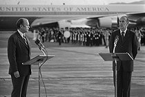 Four Summit in the French West Indies. Gerald Ford (1913-2006), President of the United States, making a speech before his departure. On the right : Valery Giscard d'Estaing (born in 1926), President of the French Republic. Fort-de-France (Martinique), December 1974. © Jacques Cuinières / Roger-Viollet