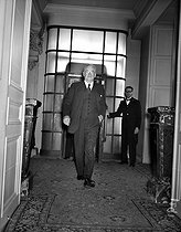 John Foster Dulles (1888-1959), American Secretary of State, arriving at the Quai d'Orsay, invited by Georges Bidault (1899-1983), French politician. Paris, on April 22, 1954. © Roger-Viollet