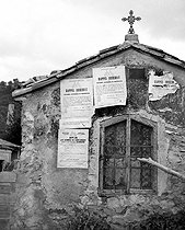 World War II. Public notices of mobilization put up on a chapel between Entrechaux and Vaison (Vaucluse). August 25, 1939.  © Roger-Viollet