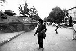 Blindé avançant sur des manifestants. Pékin (Chine), place Tian'anmen, 4 juin 1989.  © Sean Ramsay / The Image Works / Roger-Viollet