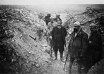 World War I. Georges Clemenceau (1841-1929), French Prime Minister, inspecting the trenches. © Collection Harlingue / Roger-Viollet