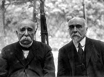 Georges Clemenceau (1841-1929), French politician and one of his brothers, Paul. © Pierre Choumoff/Roger-Viollet