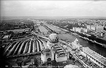 1900 World Fair in Paris. Perspective of Passy and Auteuil from the second floor of the Eiffel Tower. © Neurdein/Roger-Viollet
