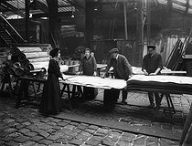World War I. Women at work in the wood-veneer industry. Hand-cutting wood veneer sheets. France 1917. © Jacques Boyer/Roger-Viollet