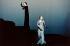 """Orphée et Eurydice"" de C.W. Gluck. Mise en scène : Robert Wilson. Direction musicale : Sir John Elliot Gardiner. Interprètes : Magadalena Kozena (Orphée), Madeline Bender (Eurydice). Paris, théâtre du Châtelet. 24 septembre 1999. © Colette Masson/Roger-Viollet"
