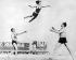 """Danseurs du spectacle """"Broadway Nights"""" répétant leur chorégraphie sur la plage. New York (Etats-Unis), 1929.  © Underwood Archives / The Image Works / Roger-Viollet"""