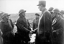 War 1939-1945. The generals of Gaulle, in June and Monsabert reviewing the French troops on the Italian front. March, 1944. © Roger-Viollet