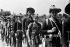 Guerre d'Indochine. Partisans laotiens partant en reconnaissance à Bau-Kéou. Février 1946. © Roger-Viollet