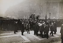 Corpse of Jean Jaurès (1859-1914), French politician, transferred to the Pantheon. Arrival of the coffin. Paris (Vth arrondissement), on November 23, 1924. © Albert Harlingue/Roger-Viollet