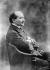 Edmond Rostand (1868-1918), poète et auteur dramatique français, en 1905. © Roger-Viollet