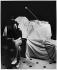 Serge Gainsbourg (1928-1991), chanteur et compositeur français, chez lui. Paris, 1978. © Bruno de Monès / Roger-Viollet