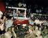 Citoyens rassemblés aux abords de la gare afin d'empêcher les soldats d'accéder à la place Tian'anmen. Pékin (Chine), place Tian'anmen, 2 juin 1989. © Sean Ramsay / The Image Works / Roger-Viollet