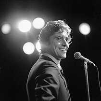 29/01/1933 (85 years) Birth of french singer Sacha Distel