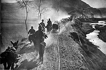 Sino-Japanese War, 1937-1941. Japanese column on the road to Beijing, on July 25-26, 1937. © LAPI/Roger-Viollet