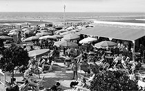 Deauville (Calvados). The beach, around 1950. © CAP / Roger-Viollet