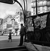 Blanche metro entrance and the Moulin Rouge. Paris (IXth arrondissement), place Blanche, 1960's. © Oswald Perrelle / Roger-Viollet
