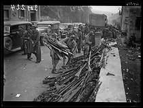"""Spanish Civil War (1936-1939). """"La Retirada"""". French soldiers taking the Spanish Republican militiamen's weapons before they enter France. Le Perthus (France), on February 6, 1939. Photograph from the Excelsior newspaper. © Excelsior - L'Equipe / Roger-Viollet"""