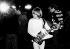 Brian Jones (1942-1969), musicien britannique et guitariste des Rolling Stones, jouant de la guitare. 1965. © Ullstein Bild / Roger-Viollet