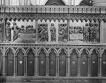 Scenes representing the life of Jesus Christ. High reliefs begun in 1300 by Pierre de Chelles, continued in 1318 by Jean Ravy and completed in 1351 by his nephew Pierre Le Bouteiller. Fence of the choir of the Notre-Dame de Paris Cathedral. © Neurdein / Roger-Viollet