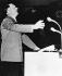 Crise des Sudètes. Adolf Hitler (1889-1945), homme d'Etat allemand, prononçant un discours au Sportpalast de Berlin (Allemagne), 26 septembre 1938. © Ullstein Bild/Roger-Viollet