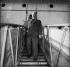 Ernest Hemingway (1899-1961), écrivain américain, arrivant à Venise (Italie), 23 mars 1954. © Alinari/Roger-Viollet
