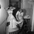 Martine de Breteuil (1908-2007), actrice française, et son habilleuse. Paris (IIe arr.), théâtre de Daunou, vers 1945. © Gaston Paris / Roger-Viollet