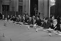 21st Franco-German summit between Georges Pompidou (1911-1974), President of the French Republic, and Willy Brandt (1913-1992), German Chancellor. Meeting in the presence of Jacques Chaban-Delmas, Valéry Giscard d'Estaing and Olivier Guichard… Paris, November 1973. © Jacques Cuinières / Roger-Viollet