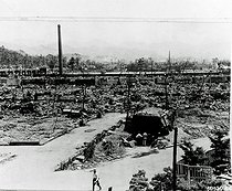 World War II. Pacific front. Ruins of Hiroshima after the dropping of the atomic bomb. Japan, August 1945. © Bilderwelt/Roger-Viollet