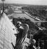 Paris. Cathédrale Notre-Dame. [Les toits et la vue sur la Seine]. s. d. Photographie de Gaston Paris (1903-1964). Bibliothèque historique de la Ville de Paris. © Gaston Paris / BHVP / Roger-Viollet
