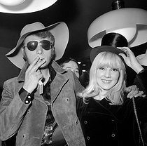 Johnny Hallyday (1943-2017), French singer and actor, and Sylvie Vartan (born in 1944), French singer, during the opening of their boutique. Paris, on April 13, 1967. © TopFoto/Roger-Viollet
