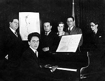 Les Six, group of French composers, and Jean Cocteau. From left to right : Darius Milhaud, Jean Cocteau, Arthur Honegger, Germaine Tailleferre, Francis Poulenc and Louis Durey (Georges Auric appears on Jean Cocteau's drawing), on 1931. © Boris Lipnitzki / Roger-Viollet