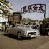 Automobile Mercedes 190 cabriolet. Hong Kong. Années 1960.  © Ray Halin/Roger-Viollet
