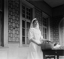 World War One. Nurse of the Red Cross at the Hôtel de Malte. Toulouse (France), circa 1915. © Collection Roger-Viollet/Roger-Viollet