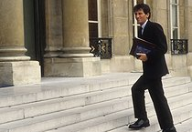 Jack Lang (born in 1939), minister of Education and Arts under Pierre Bérégovoy's government, arriving at the Cabinet. Paris, on April 8, 1992. © Jean-Paul Guilloteau/Roger-Viollet