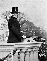 Le président Wilson (1856-1924), in front of the Capitol, reading the inaugural address for his second presidency to the crowd. Washington (United States), March 5th, 1917. © Roger-Viollet
