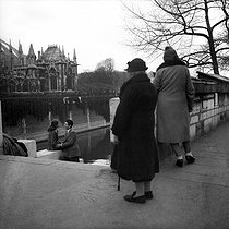Couple. Paris, vers 1950.   © Collection Roger-Viollet/Roger-Viollet