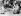 Blocus de Berlin (1848-1849). Enfants berlinois jouant avec des maquettes d'avions utilisés pour le ravitaillement de la ville par pont aérien. Berlin-Ouest, 1949. © Ullstein Bild / Roger-Viollet