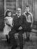 Alfred Dreyfus (1859-1935), officier français, et ses enfants.  © Albert Harlingue/Roger-Viollet