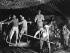 Guerre 1914-1918. Canonniers australiens de la 55ème garnison d'artillerie équipés de masques à gaz. Voormezele (Belgique), 15 septembre 1917. © TopFoto/Roger-Viollet