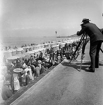 Photographer on the wooden boardwalk (Planches) of Deauville (France), August 1936. © Boris Lipnitzki / Roger-Viollet