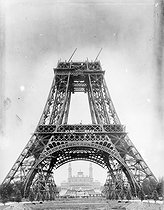 Construction of the Eiffel Tower. Building of the second platform. Paris, July 19th, 1888. © Jacques Boyer/Roger-Viollet