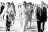 Madame Indira Gandi (1917-1984), Premier ministre indien, arrivant en Indonésie, en compagnie du président Indonésien, Mohamed Suharto (1921-2008). Jakarta, 5 juillet 1969. © TopFoto/Roger-Viollet