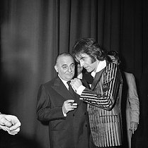Bruno Coquatrix (1910-1979), French music writer and owner-manager of the Olympia music hall, with Michel Delpech Michel Delpech (1946-2016), French singer. Paris, Olympia, March 1972. © Patrick Ullmann / Roger-Viollet