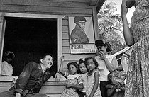 Raúl Castro talking with a family of countrymen. Cuba, 1964. © Gilberto Ante/Roger-Viollet