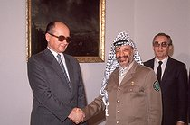 Yasser Arafat (1929-2004), head of the Palestine Liberation Organization, and Wojciech Jaruzelski (born in 1923), Polish statesman. Warsaw (Poland), April 1989. © Françoise Demulder / Roger-Viollet