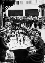 Popular Front, June 1936. Striking employees of the Trois Quartiers department store having lunch. © Roger-Viollet