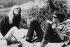 """Nico (1938-1988), chanteuse et mannequin allemande, et Lou Reed (1942-2013), artiste américain, sur le balcon du """"Château"""" où Andy Warhol louait des chambres à l'époque du Velvet Underground. Los Angeles (Etats-Unis), vers 1965.  © Lisa Law / The Image Works / Roger-Viollet"""