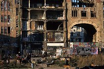 The famous squat of Tacheles, ten years after the fall of the wall. Berlin (Germany), March 1999. © Jean-Paul Guilloteau / Roger-Viollet