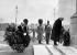 """David Lloyd George (1863-1945), Premier ministre britannique, et Winston Churchill (1874-1965), homme politique britannique et secrétaire d'Etat à la Guerre, déposant une gerbe au cénotaphe de Whitehall à l'occasion du """"Remembrance Day"""" (Jour du Souvenir). Londres (Angleterre), 11 novembre 1921. © PA Archive/Roger-Viollet"""