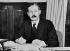 Guerre 1939-1945. Harold MacMillan (1894-1986), ministre des colonies britannique, à son bureau. Londres (Angleterre), 1942. © PA Archive / Roger-Viollet